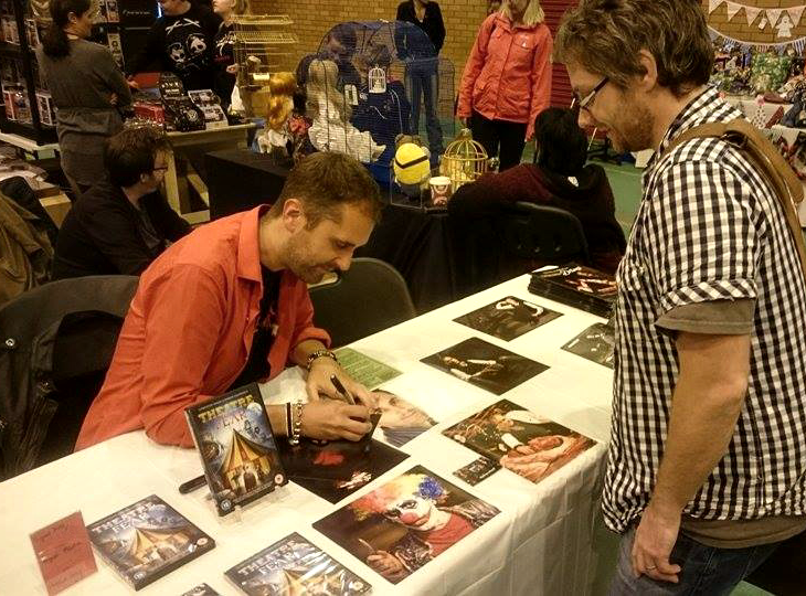 "actor ""Nathan Head"" signing at ""Hull Horror Fest"" 2016"